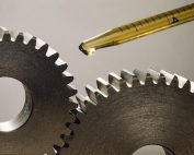 Applying right amount of lubricant to gears